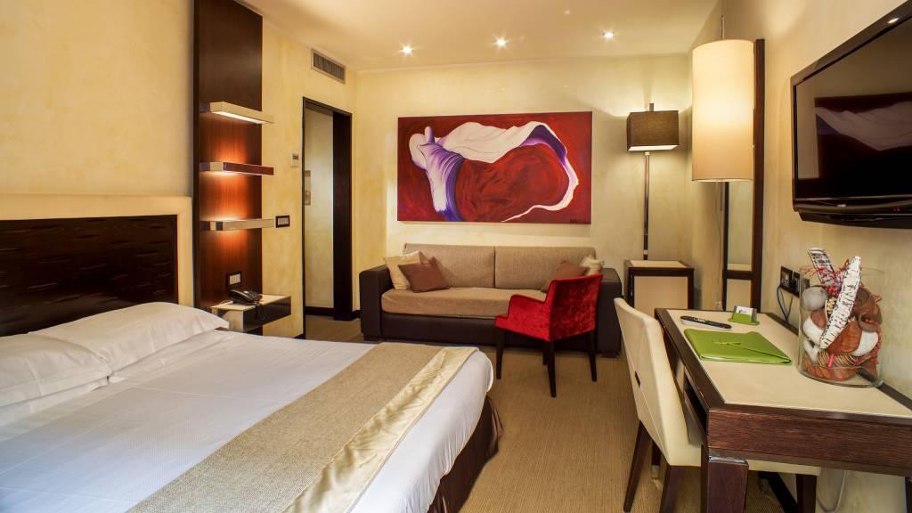 08-Les-Fleurs-Luxury-House-Rome-room