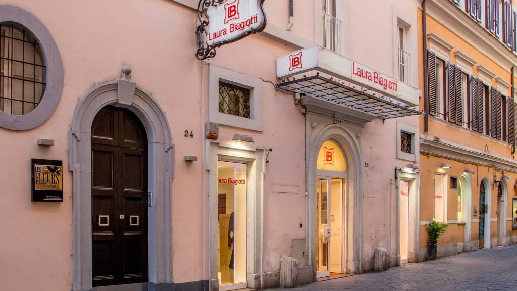 34-Les-Fleurs-Luxury-House-Rome-entrance