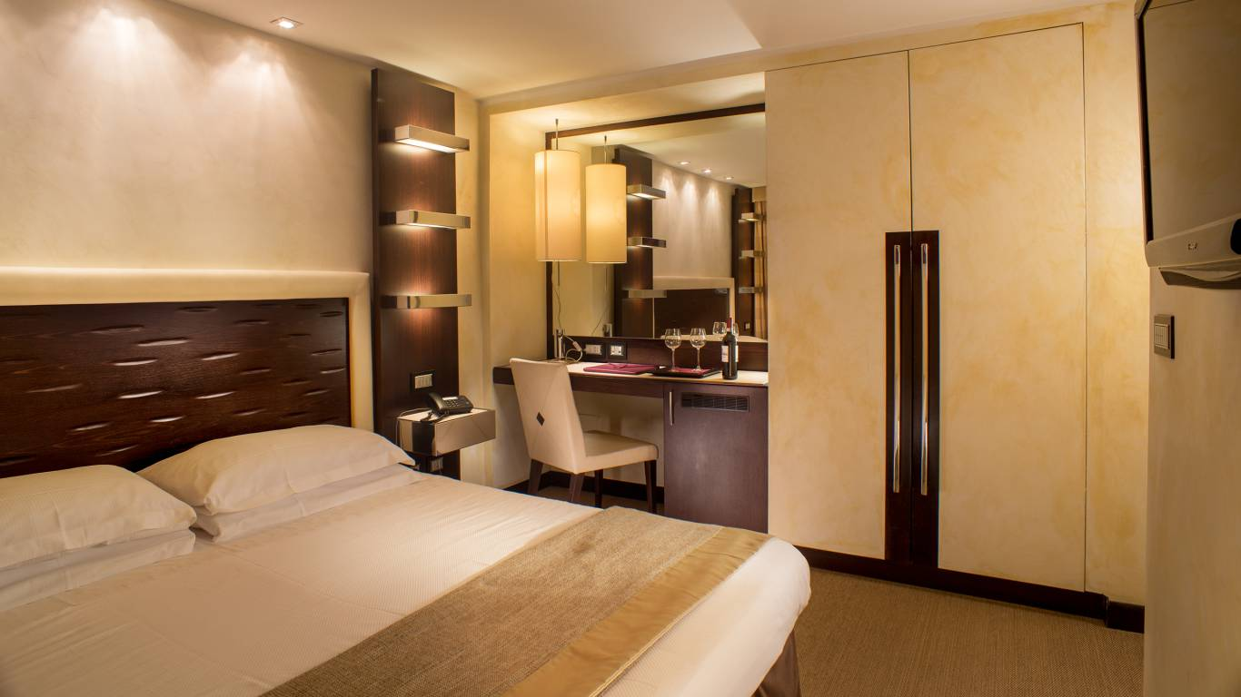 01-Les-Fleurs-Luxury-House-Rome-standard-room