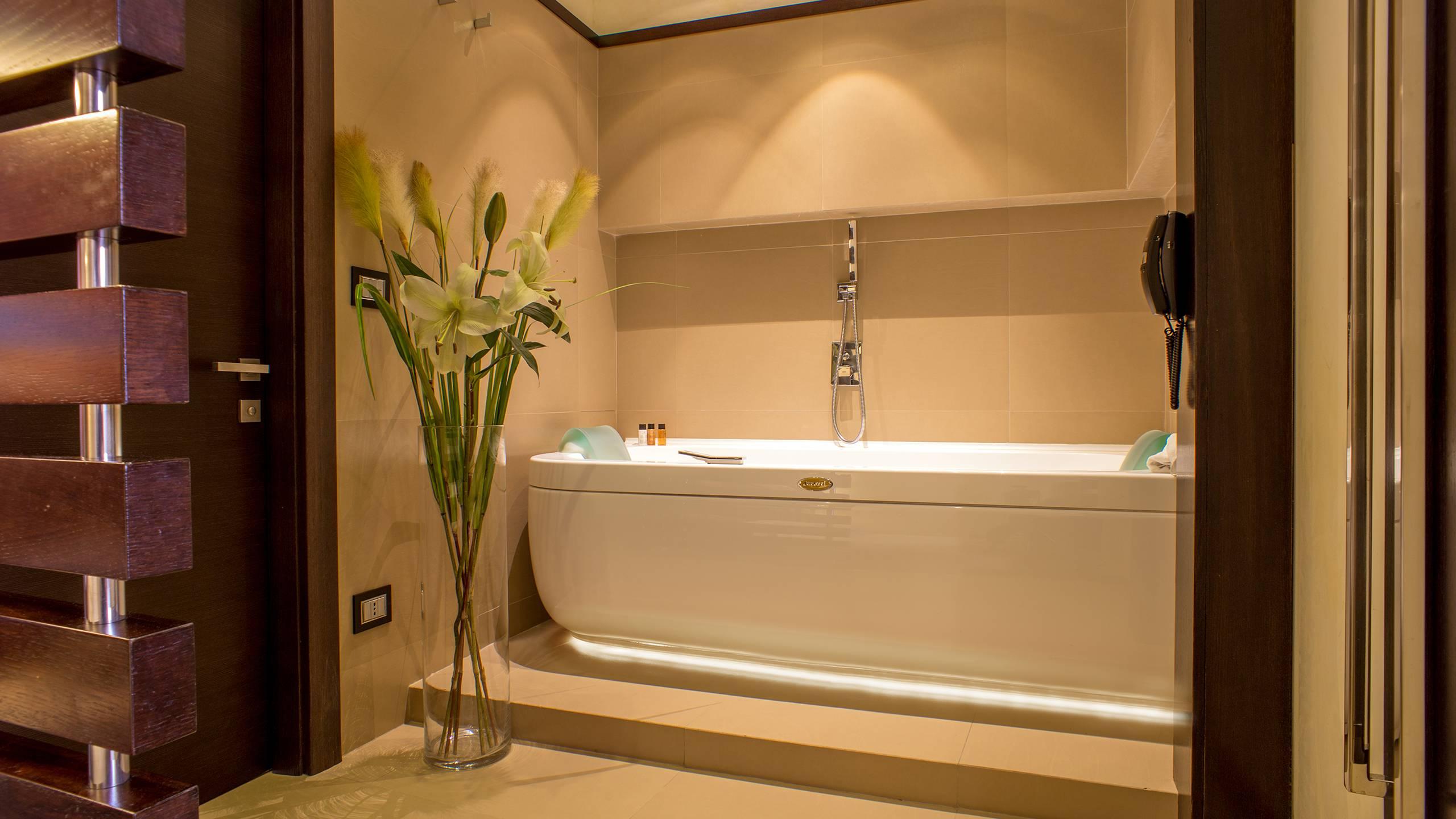 07-Les-Fleurs-Luxury-House-Rome-room
