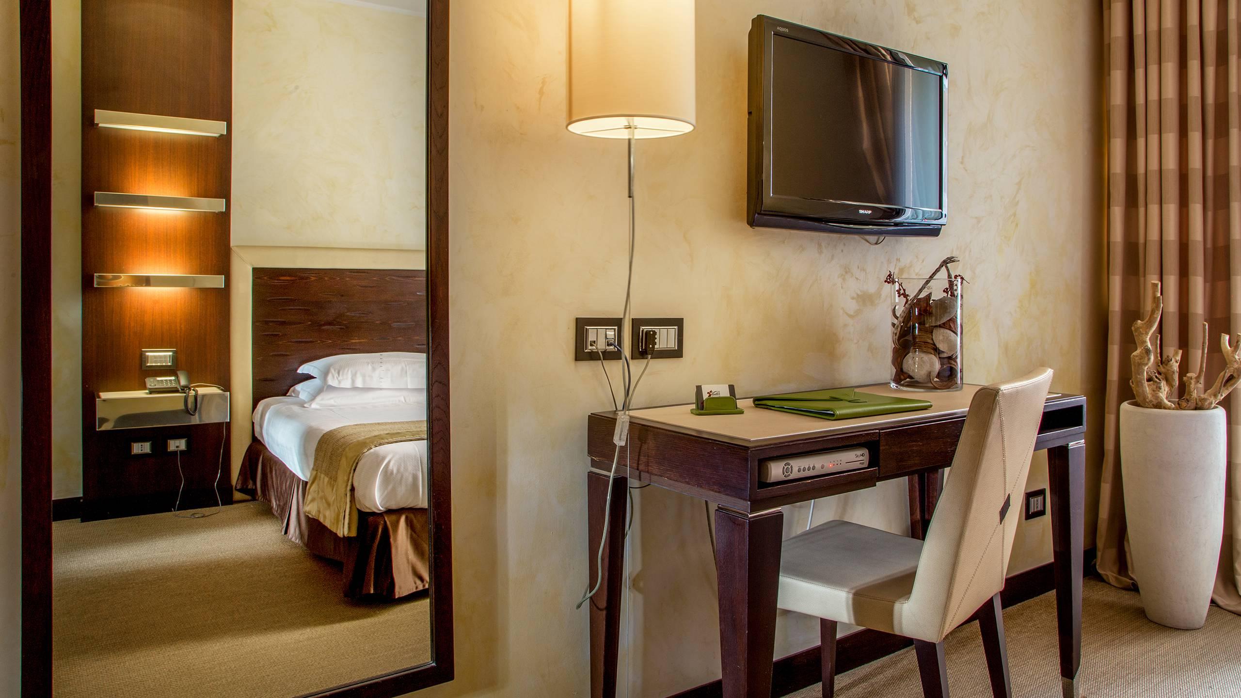 09-Les-Fleurs-Luxury-House-Rome-room