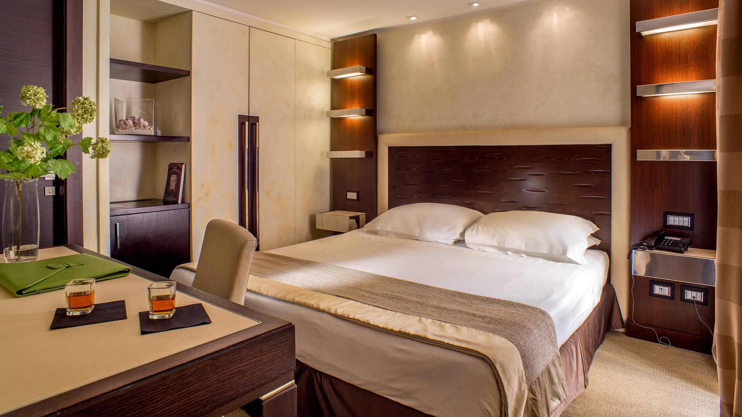 25-Les-Fleurs-Luxury-House-Rome-room