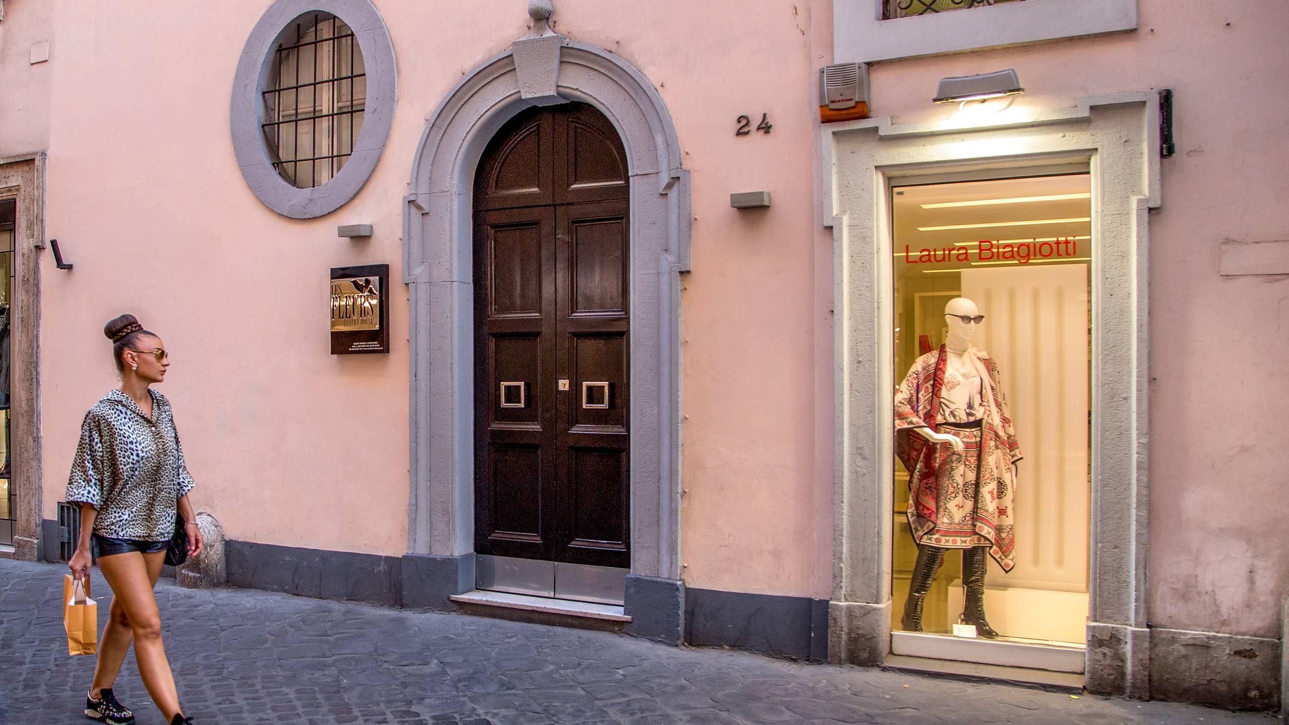 38-Les-Fleurs-Luxury-House-Rome-entrance