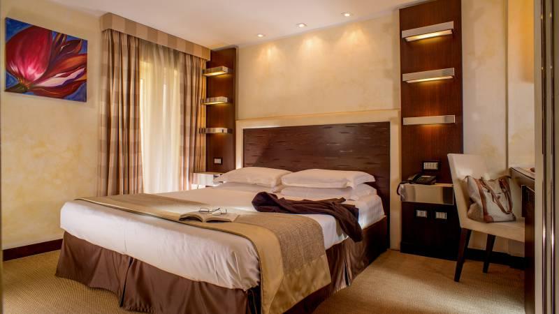 01-Les-Fleurs-Luxury-House-Rome-room