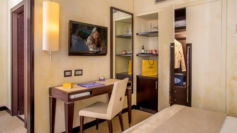 45-Les-Fleurs-Luxury-House-Rome-chambre