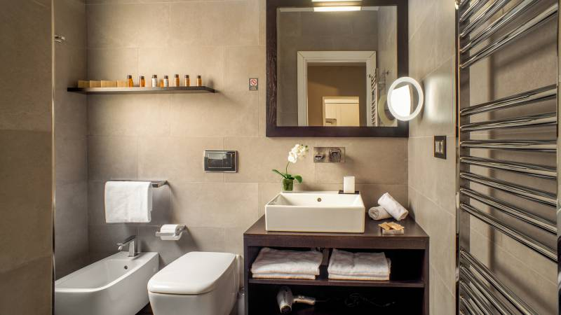 56-Les-Fleurs-Luxury-House-Rome-suite-bathroom